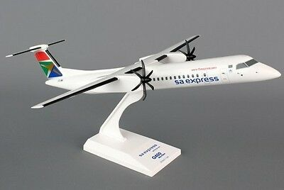 Skymarks Models SA EXPRESS / SAA SOUTH AFRICAN AIRLINES DASH 8 1:100 desk model