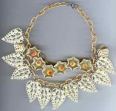 VINTAGE 40'S WHITE CELLULOID ORNATE LEAVES FLOWERS TIERED DANGLE CHOKER NECKLACE
