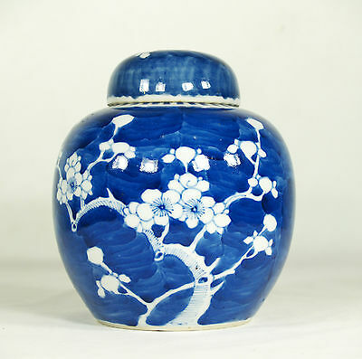 Old Chinese Blue & White Ginder Jar, Double Ring Mark.