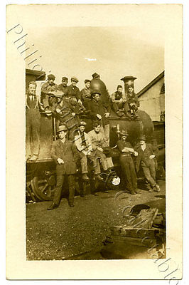 C1910 Rp Npu Postcard Sar Employees With Locomotive Maybe Quorn Sa C69