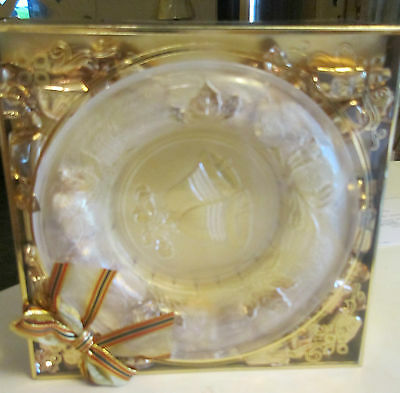 CRYSTAL PLATE WITH BELL IN CENTER