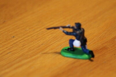 BRITAIN  TOY SOLDIERS 1970S  INFANTRY yanks , PLASTIC METAL BASE  NEAR MINT