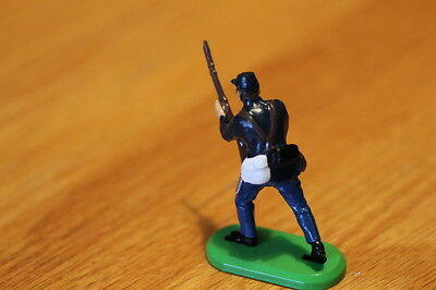 BRITAIN  TOY SOLDIERS 1970S  INFANTRY charging yanks ,  METAL BASE  NEAR MINT