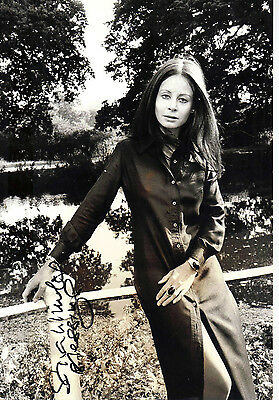 """Truly Stunning B&w Photograph ( Coa ) Signed """"ttm"""" By Sarah Miles """"blow Up"""" Fame"""