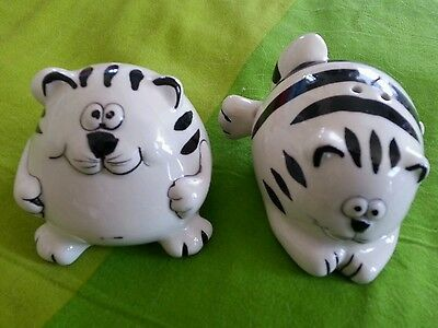 Pier One Import Black & White Fat Cat Salt & Pepper Shakers 1 with Sticker !