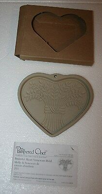 New Nib The Pampered Chef Bountiful Heart Stoneware Cookie Mold # 2933
