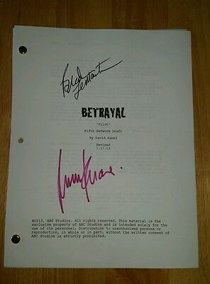 Movie Script Signed BETRAYAL Hannah Ware Braeden Lemasters 60 Pages