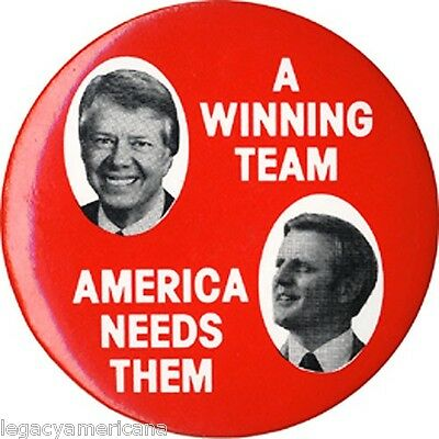 1976 Carter Mondale AMERICA NEEDS THEM Jugate Campaign Button (3386)