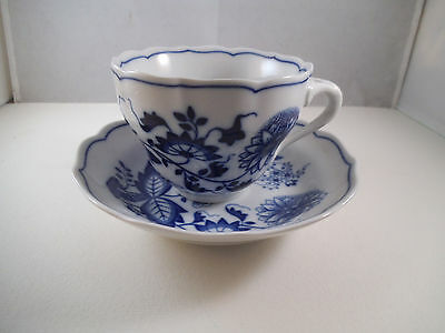 Vintage Hutschenreuther Blue Onion Teacup Tea Cup & Saucer Germany