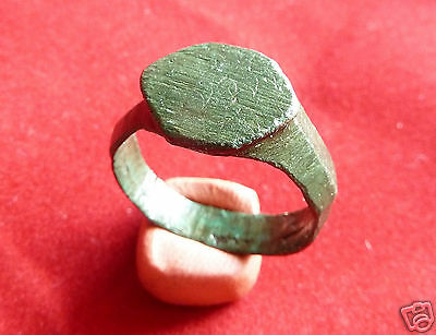 Ancient medieval bronze ring. (g340.)