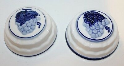 VTG Pair 2 Delftware Round Blue & White Porcelain Wall Hanging Mold Hand Painted