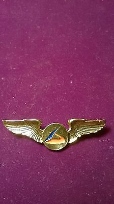 UNKNOWN FULL WINGS AIRLINES BADGE