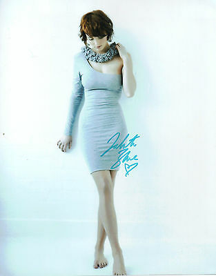 "STUNNING 10"" x 8"" PHOTO (COA) SIGNED ""TTM"" BY DAKOTA BLUE RICHARDS ""SKINS"" FAME"