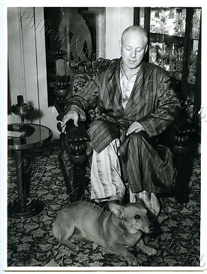 """1950's Photo Radio Star Jack Davey Relaxing With His Pet Corgi """"rudy"""" Z9"""