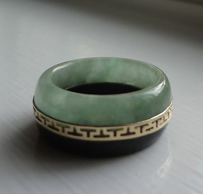 TWO BAND GREEN & BLACK JADE RING W/ 14K YELLOW GOLD SCROLL CENTER - 5.8 GRAMS