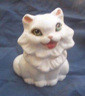 SMILING WHITE FLUFFY CAT FIGURINE IN POTTERY WITH EXQUISITE EYES