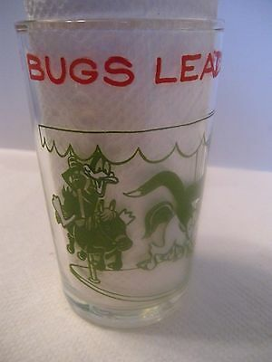"1974 WARNER BROS. LOONEY TUNES 4"" COLLECTOR GLASS BUGS LEADS A MERRY CHASE"