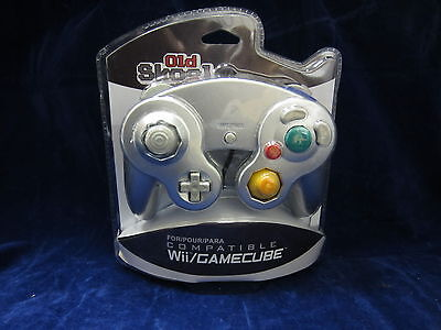 Old Skool Dual Analog Controller for Nintendo Game Cube and Wii - Silver