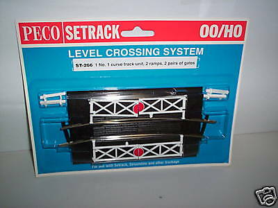 Peco ST-268 OO Gauge Straight Level Crossing with Gates New