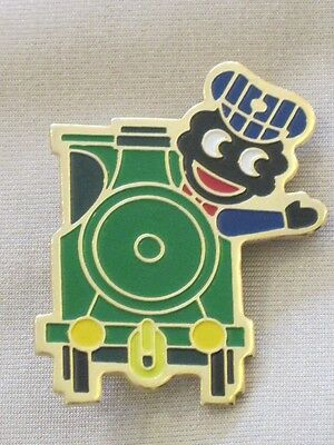 Robertsons Golly badge train driver with yellow/green coupling