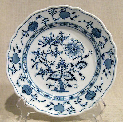 """Meissen Blue Onion 8 3/4"""" Salad or Luncheon Plate Oval Mark"""