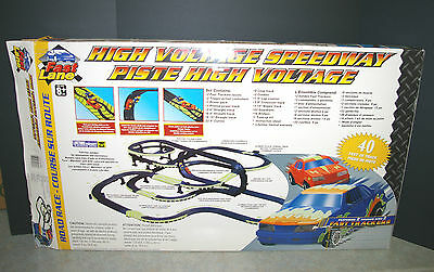 LIFE LIKE HIGH VOLTAGE SPEEDWAY ELECTRIC GLOW IN THE DARK RACING SET NO. LL9530