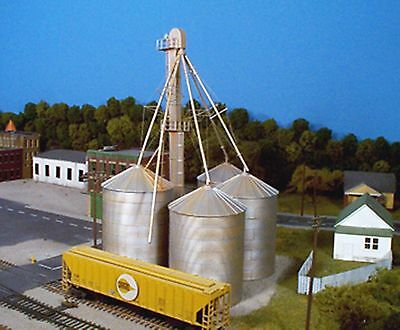 Rix Products  628-0407 – 90′ Grain Elevator – HO Scale