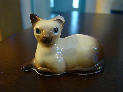 Vintage Miniature Ceramic Siamese Cat Laying Down Figurine 71542