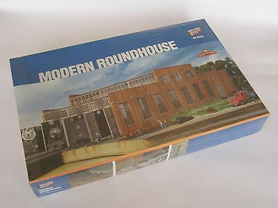 Walthers Cornerstone #933-2900 3-Stall Modern Roundhouse kit