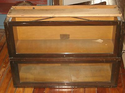 Antique Globe Wernicke Stacking Bookcase 2 Sections In Fine Condition.
