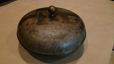 Antique 19C Chinese Papiermashe Lacquered Painted Round Box W/ 3 Warriors On Lid
