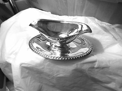 Silverplated Wm. Rogers gravy boat or sauce boat with attached plate