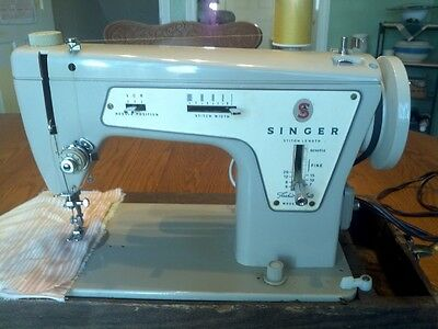 Vintage Singer 237 Fashion Mate Sewing Machine With Carrying Case
