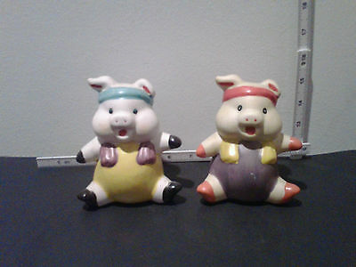 VINTAGE SET OF 2 LITTLE SITTING PIGGY BANKS - 5 INCHES TALL CUTE