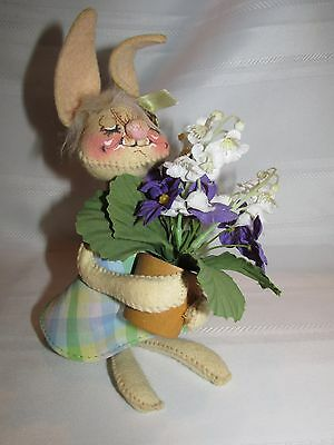 ANNALEE MOBILITY RABBIT HOLDING FLOWER POT WITH VIOLETS LILLY OF VALLEY 1971