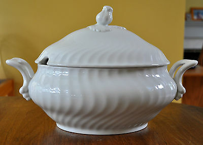 Lovely Porcelain Covered Soup Tureen Kaiser West Germany Swirl Nicole Pattern