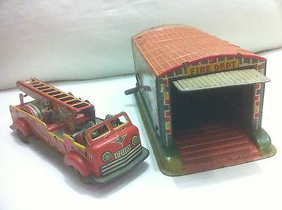 """VERY RARE OHTA ALPS """" FIRE ENGINE TRUCK W STATION GARAGE """" VINTAGE TIN TOY JAPAN"""