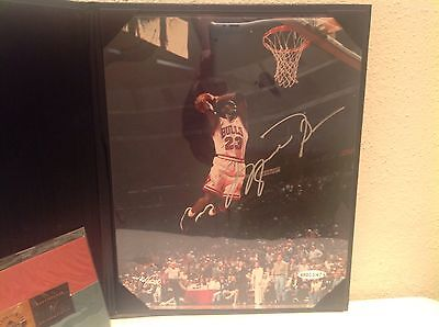 Michael Jordan Bulls Upper Deck Authenticated 8x10 Autographed Picture numbered