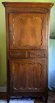 Late 18th century French Homme de Bout in solid walnut originating from LYON