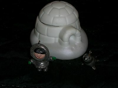 2000 Hallmark Keepsake Ornament Premiere FROSTY FRIENDS Igloo & Pewter