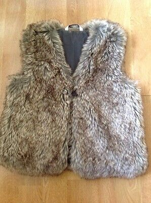 Gorgeous 3Pommes Faux Fur Girls Gilet Age 8 Yrs Use Barely Great Condition