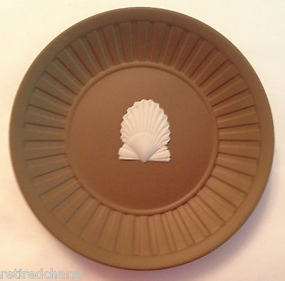 ❤Wedgwood Jasperware Brown Shell Fluted Tray~ Taupe 1984 Rare Trinket Dish Mint❤