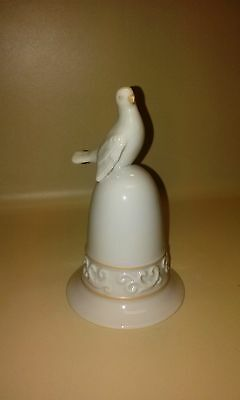 Vintage Avon Bell Porcelain Dove White Bird Figurine 1981 Tapestry Collection