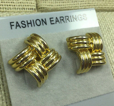 Vintage STYLE Earrings gOLDTONE Ribbed cast metal Woven Squares Pierced