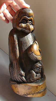 ANTIQUE 19c CHINESE BAMBOO HAND CARVED STATUE OF MONKEY WITH BABY HOLDING APITCH