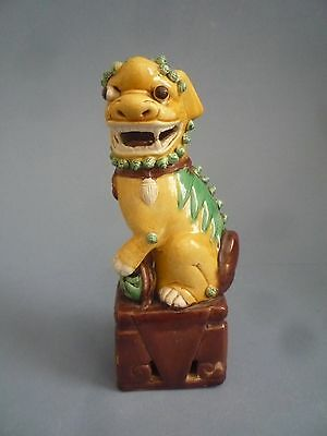 Chinese Antiques Qing Dynasty Porcelain  Carving Lion