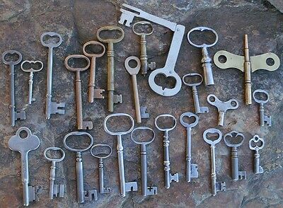 25  Assorted Antique Keys  Furniture Padlock  Skeleton  Cabinet  Mortise Clock