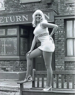 "LEGGY 10"" x 8"" PHOTO ( COA ) SIGNED ""TTM"" BY JULIE GOODYEAR ""CORONATION STREET"""