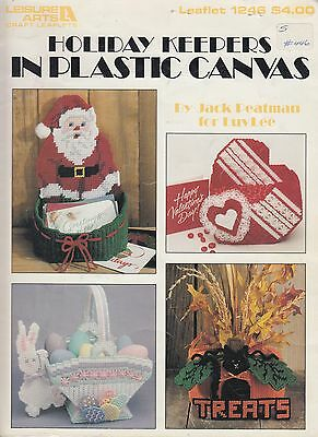 Leisure Arts Holiday Keepers in Plastic Canvas basket pattern book - 1990