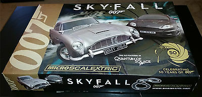 (MN) Micro Scalextric G1083 James Bond 007 Skyfall 1:64 Scale Race Set